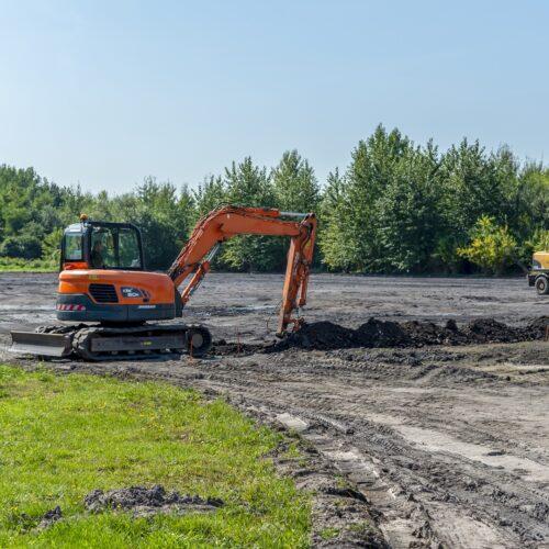 Rozpoczęły się prace związane z budową płyty boiska w Rozbarku